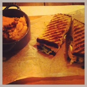 Gastroeconomy_Crumb_GastroeconomyMFG_Sandwich pollo y guacamole