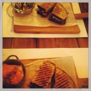 Gastroeconomy_Crumb_GastroeconomyMFG_Sandwiches pollo y guacamole y Roastbeef